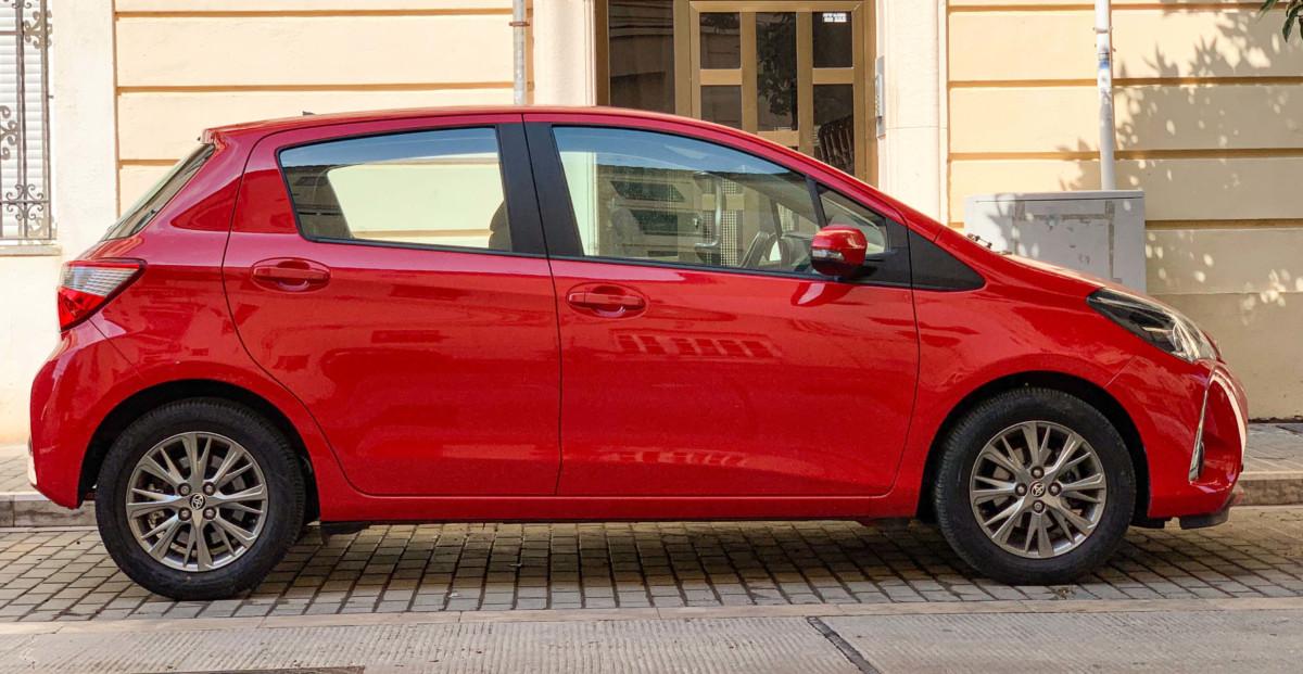 Прокат красной Тойота авто в Армении